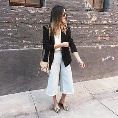 Risultati immagini per jeans culottes outfit Culottes Outfit, Denim Culottes, Denim Outfit, Culotte Pants, Pants Outfit, Culotte Style, Fashion Terms, Jeans, Denim Trends