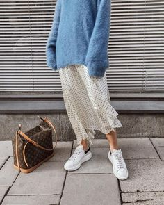 long skirt outfits for winter: blue sweater + dots skirt Womens Fashion, Long Skirt Outfits, Winter Skirt Outfit, Look Fashion, Winter Fashion, Womens Fashion, Fashion Trends, Fashion Bloggers, Fashion Websites, Fashion Ideas