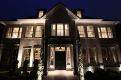Be inspired with front door lighting ideas to ensure that you create the right impression and improve your curb appeal and can see to open your door Front Door Lighting, Entrance Lighting, Facade Lighting, Cool Lighting, Lighting Ideas, Lighting Design, Dreams Do Come True, Travel Light, Curb Appeal