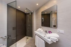 Nuevas imágenes de nuestro Aparthotel Floramar en Cala Galdana, Menorca.www.comitashotels.com