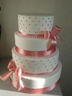 Dummy Cake, Box Cake, Bolo Fack, Fake Cake, Types Of Cakes, Specialty Cakes, Birthday Cake Girls, Gorgeous Cakes, Girl Cakes