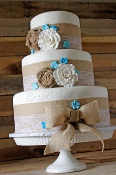 & Lace Rustic Wedding Cake How to Make This Burlap and Lace Wedding Cake - Rose BakesHow to Make This Burlap and Lace Wedding Cake - Rose Bakes Wedding Cake Roses, Country Wedding Cakes, Wedding Cake Rustic, Rustic Cake, Country Weddings, Burlap Wedding Cakes, Brown Wedding Cakes, Fake Wedding Cakes, Country Wedding Colors