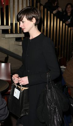 Anne Hathaway Pixie Cut ♥ Her cut is a bit longer, tucked behind her ears Wavy Bob Hairstyles, Pretty Hairstyles, Hairstyle Ideas, Anne Hathaway Pixie Cut, Short Hair Cuts, Short Hair Styles, Pixie Cuts, Her Cut, Long Pixie