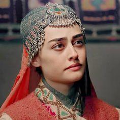 Turkish Women Beautiful, Turkish Beauty, Engagement Mehndi Designs, Esra Bilgic, Beautiful Series, Hot Actors, Girl Photo Poses, Girls Dpz, Turkish Actors