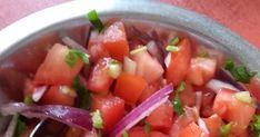 Hozzávalók : - 3-5 db. nagyobb paradicsom - 1 fej lila hagyma - 1 újhagyma - 1-2 gerezd fokhagyma - 1 citrom leve vagy 1-2 ek. ece... Ethnic Recipes, Food, Essen, Meals, Yemek, Eten