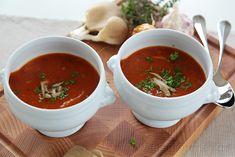 Dršťková polévka i omeleta se špenátem. Czech Recipes, Ethnic Recipes, Pesto, Soup Recipes, Chili, Salsa, Food, Soups, Fitness