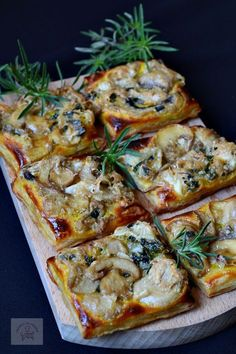 Appetizer with mushrooms and Healthy Meal Prep, Healthy Salad Recipes, Vegetarian Recipes, Wine Recipes, Cooking Recipes, Appetizer Recipes, Best Appetizers, Sports Food, Vegetable Dishes