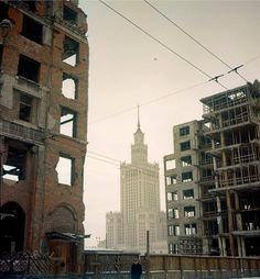 Polish Government, Poland People, Pictures Of Beautiful Places, Ppr, Capital City, Old Pictures, New York Skyline, City Photo, Europe