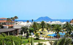 Suite Hotel Atlantis Fuerteventura Premium on aikuisille suunnattu hotelli. Tässä hotellissa voit rentoutua ja nauttia lomastasi. Erittäin arvostettu hotelli, jossa on hyvää ruokaa, kaunis näköala ja hyvinhoidettu trooppinen puutarha. Ota rennosti aikuisille tarkoitetulla allasalueella ja irtaudu arjesta! www.apollomatkat.fi