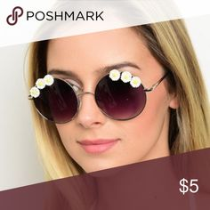 NWT Round Daisy Sunnies ✔️NWT ✔️ Fast response  🚫 Not from listed brand 🔹 Boutique item  ✔️Great quality of material  🔹This Item may or may not include a tag but is brand new Urban Outfitters Accessories Sunglasses