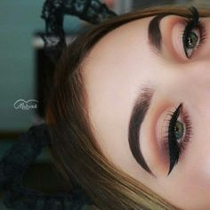 If you would like transform your eyes and improve your good looks, finding the best eye makeup techniques will help. You'll want to be sure you put on make-up that makes you look even more beautiful than you already are. Makeup Goals, Makeup Inspo, Makeup Inspiration, Makeup Tips, Contour Makeup, Skin Makeup, Eyeshadow Makeup, Natural Eyeshadow, Eyeshadows