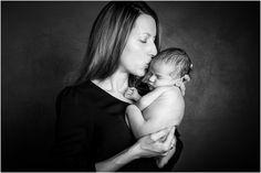 Une jolie séance photo pour l'arrivée de bébé avec Amélie Soubrié, photographe basée à Garches 92, spécialiste depuis 2010 de la prise de vue grossesse et nouveau-né. www.instants-captures.fr