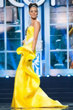 Puerto Rico - Miss Universe 2013 Evening Gown Preliminary Competition - Beauty Pageant News Miss Universe Dresses, Miss Universe 2013, Dresses 2013, Fashion Models, Fashion Beauty, Yellow Gown, Latin Women, Miss Dress, Beauty Pageant