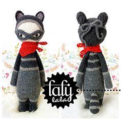 """ROCO"" - lalylala crochet pattern N° X - Raccoon by Lydia Tresselt"