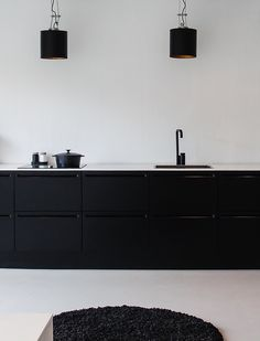 Jet black and white is supremely minimalistic and should make foods look intensely colorful and attractive. That said, any bit of clutter wi...