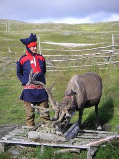 The Sami people in northern Norway Lappland, Norway People, Norway Culture, Norwegian People, Religion, Lapland Finland, Folk Clothing, Thinking Day, World Cultures