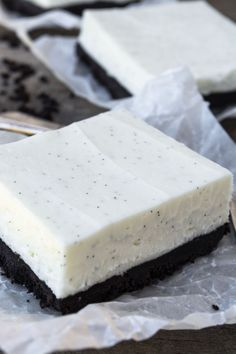 No Bake Vanilla Bean Cheesecake Bars is an easy dessert recipe that pleases chocolate and vanilla lovers alike ~ the creamy layer of vanilla-flecked cheesecake over a deep dark chocolate crumb crust is the best of all worlds! No Bake Vanilla Cheesecake, Cheesecake Bars, Cheesecake Recipes, Classic Cheesecake, Homemade Cheesecake, Easy Desserts, Delicious Desserts, Dessert Recipes, Yummy Food