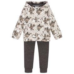 The floral design brings a pretty feminine touch to this practical and comfy tracksuit by Mayoral.  Perfect for relaxing, playing and hanging out with her friends, this softly sparkling set is a lovely addition to her loungewear collection.