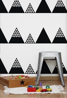 """Czarno biała tapeta z modnym deseniem, wykonana na foli tapetowej """"WALLART"""". Jest to rodzaj folii samoprzylepnej przeznaczonej do tworzenia dekoracji ściennej na gładkich, nieporowatych..."""