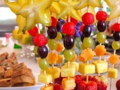 Cheesy Pull-Apart Bread – What2Cook Cheesy Pull Apart Bread, Best Party Food, Bamboo Skewers, Veggie Tray, Green Grapes, Healthy Treats, Best Part Of Me, Fruit Salad, Wands