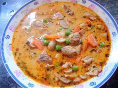A legényfogó levest roppant egyszerű elkészíteni. Az apróra vágott hagymát megdinsztelem, hozzáadom a felkockázott leveszöldséget...