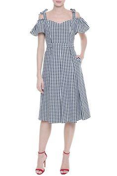 Vichy dress and red pumps Red Dress Outfit, I Dress, Dresses For Teens, Summer Dresses, Batik Dress, Cotton Dresses, Striped Dress, Dress To Impress, Designer Dresses