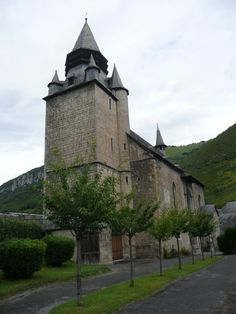 Campan - The church  - Hautes-Pyrénées dept. - Midi-Pyrénées région, France       ...www.panoramio.com