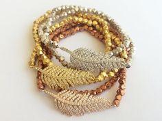 love this feather wrap bracelet set Cute Jewelry, Jewelry Crafts, Beaded Jewelry, Jewelry Box, Jewelery, Jewelry Watches, Jewelry Making, Beaded Bracelets, Diy Jewellery