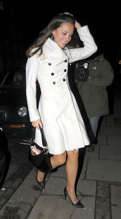 10.01.2008 Kate Middleton celebrates her 26th birthday without her royal lover at the Tom Aikens restaurant in London's Chelsea on Wednesday night.