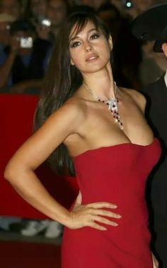 The Italian goddess Monica Bellucci Monica Bellucci, Beautiful Celebrities, Most Beautiful Women, Beautiful Actresses, Manequin, Vincent Cassel, Italian Actress, Italian Beauty, Actrices Hollywood
