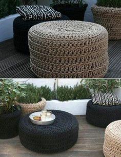 pouf au crochet, tabourets et tables basses crochetés