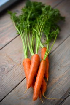 carrots - great for juicing Roasted Broccoli And Carrots, Vegetables Photography, Fruit Photography, Fruit And Veg, Fruits And Vegetables, Raw Food Recipes, Healthy Recipes, Carrot Vegetable, Still Life