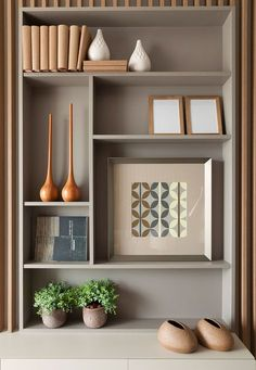 Shelf Decor Ideas - When decorating a shelf, consider your design tastes along with your needs that produce an appearance that is lovely and practical. Home Office Design, Home Interior Design, Interior Decorating, House Design, Office Interiors, Interior Office, Living Room Decor, Family Room, Furniture Design