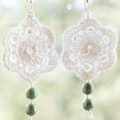 Boucles d'oreilles au crochet,avec perles.
