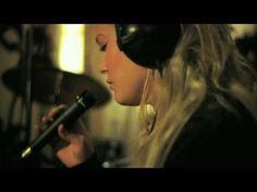 Music video by Anna Puu performing Kaunis päivä. (C) 2009 Sony Music Entertainment (FINLAND) Oy