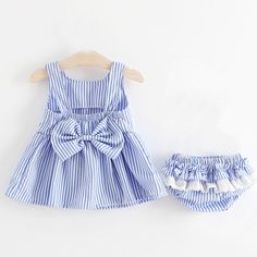 Adorable Striped Bow Decor Sleeveless Dress and Pantie Set for Baby Girl Adorable Striped Bow Decor ärmelloses Kleid und Slip-Set. Trendy Baby Girl Clothes, Little Girl Dresses, Girls Dresses, Dress Girl, Baby Dresses, Fashion Kids, Baby Girl Fashion, Winter Fashion, Outfits Niños