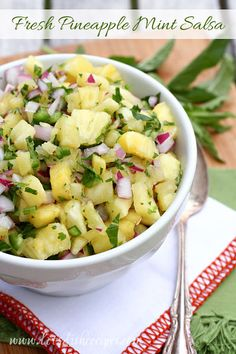 Fresh Pineapple Mint Salsa: Fresh pineapple and mint are combined with jalapenos and lime juice in this fruity salsa! Great with tortilla chips. Mint Recipes, Healthy Recipes, Recipes With Fresh Mint, Summer Recipes, Holiday Recipes, Pineapple Mint, Pineapple Coleslaw, Appetizer Recipes, Appetizers