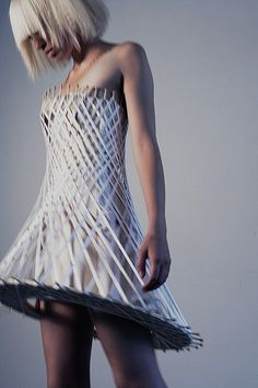 Diamond Gemstones Architectural Fashion - cage dress with structured silhouette; sculptural fashion // Winde Rienstra What do you think of the colour 3d Fashion, Weird Fashion, Fashion Details, Unique Fashion, High Fashion, Fashion Show, Fashion Design, Costume Original, Structured Fashion