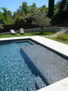 De nombreux équipements pour une piscine tout confort Pool Liners Inground, Swimming Pool Architecture, Pool Paint, Piscina Interior, Infinity Pool, Swiming Pool, Classic House Design, Pool Fashion, Luxury Pools