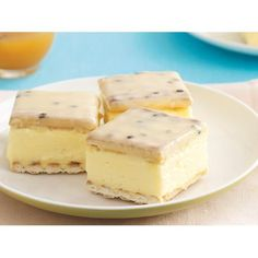 make an easy Vanilla slice with passionfruit icing using this recipe. From the people behind Recipes Plus and Australian Womens Weekly. Sweet Recipes, Cake Recipes, Dessert Recipes, Baking Desserts, Snack Recipes, No Bake Slices, Cake Slices, Custard Slice, Vanilla Custard
