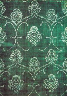 Green velvet, late XVth century, cm 145x310 / 57x122. A green silk voided velvet. Venetian Manifacture.