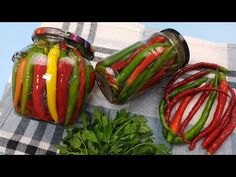 Pickling Cucumbers, Canning Recipes, Preserves, Pickles, Zucchini, The Creator, Food And Drink, Stuffed Peppers, Vegetables