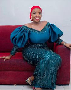 An is a wedding guest {bella} looking stunning in aso-ebi – the fabric/colors of the day, at a traditional engagement or wedding. How To - AsoEbi Bella. Aso Ebi Lace Styles, African Lace Styles, Short African Dresses, Lace Dress Styles, Latest African Fashion Dresses, African Print Fashion, Nigerian Lace Dress, African Traditional Dresses, African Attire