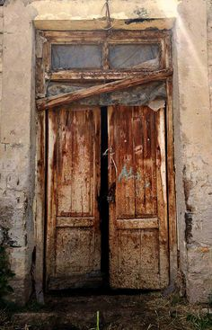 Old wooden door in Martiros, Armenia by Julieta Ghazaryan Old Wooden Doors, Rustic Doors, Old Doors, Windows And Doors, Old Gates, Open Door Policy, Beautiful Ruins, Vintage Doors, Old Mansions