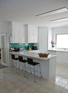 Clean modern kitchen the contemporary tile choices apartment therapy ideas white Kitchen Dinning Room, Dining Room Design, Dining Decor, Kitchen Reno, Kitchen Ideas, White Kitchen Backsplash, Backsplash Tile, Paint For Kitchen Walls, Contemporary Tile
