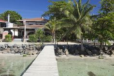 Splash Inn Dive Resort, Roatan - Compare Deals Sat 07 Nov 2015 - Sat 21 Nov 2015 for 2 adults in 1 room RoomTotal for 14 nights  Standard Room - 1 Queen Bed FREE cancellation £546 View Deal Standard Room - 2 Twin (Single) Beds FREE cancellation £546 View Deal Standard Room - 1 Queen Bed FREE cancellation £573 View Deal Standard Room - 2 Twin (Single) Beds FREE cancellation £573 View Deal Standard Room - 1 Queen Bed FREE cancellation £576 View Deal Standard Room - 2 Twin (Si
