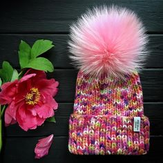 Pink bomb кашемир & меринос, в жизни ярчезадумка для фото была совершенно другая, но рядом с этой шапкой всё выглядит бледносмею предположить, что с яркой курткой у них будет идеальный союз Продана❌