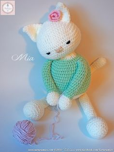 We present Mia, a very affectionate kitten, who loves to play with her yarn ball ♥ ♥ ♥ At the request of many of you who wanted to learn withus to ma