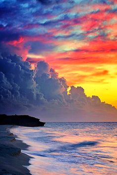 Sunset at Varadero Beach, Cuba . those clouds, that sky. Beautiful Sunset, Beautiful World, Beautiful Places, Amazing Places, Beautiful Scenery, Beautiful Moments, Beautiful Artwork, Amazing Nature, Belle Photo