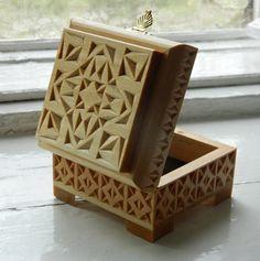 Резная деревянная шкатулка Квадратное царство от FancyChip на Etsy, $90.00